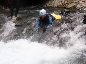 水の力がつくりだす天然の遊園地で「キャニオニング」を体験!!