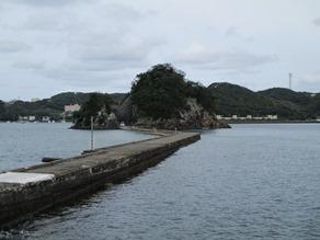 下田湾に浮かぶ孤島