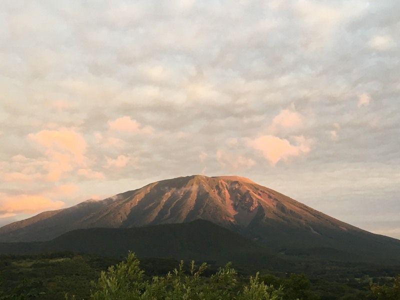 南部「赤」片富士 今朝の岩手山