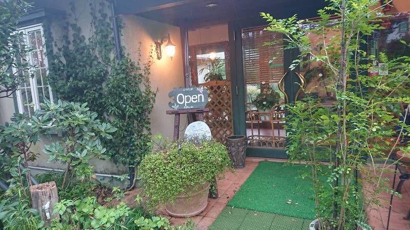 素敵な中庭があるカフェ