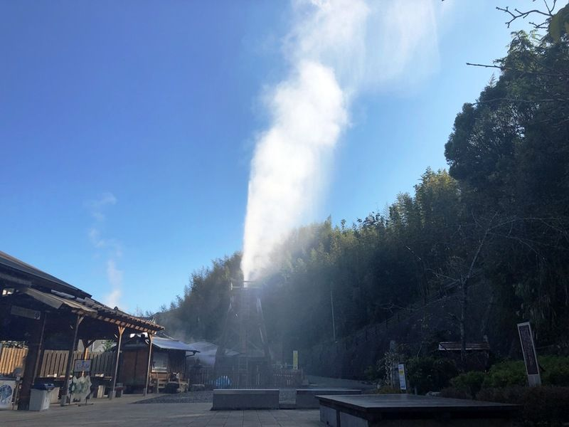 地上30メートル吹き上げる温泉