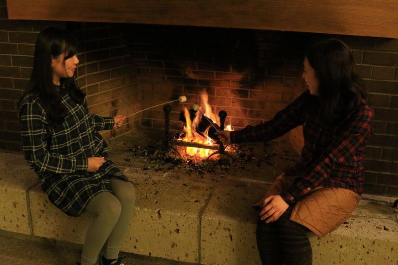 今年もやります!暖炉DE焼きマシュマロ体験!