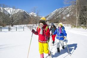 ふわふわな雪♪4歳~大人まで楽しめる♪スノーシュー散歩