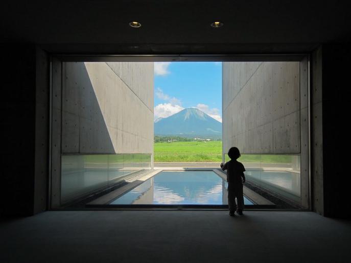 カメラ片手に風景と芸術にふれる旅はいかがですか