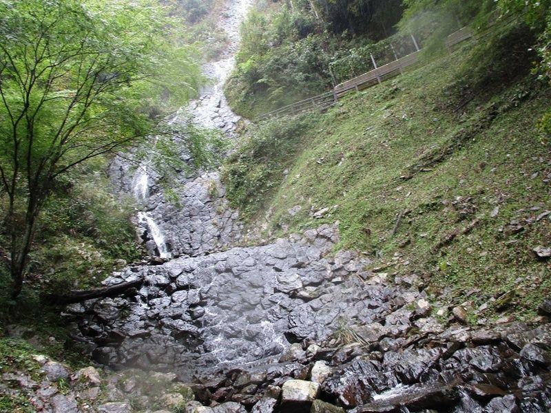 自然が生み出した。美しき旭滝