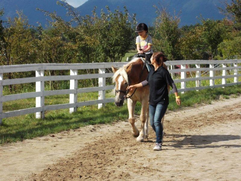 そよ風に吹かれながら馬に乗る♪