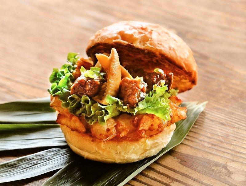 【イチオシ!】竹原 タケノコ牛スジ煮込みバーガー♪