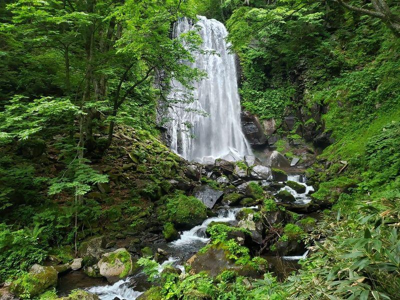 神秘の小野川不動滝へ