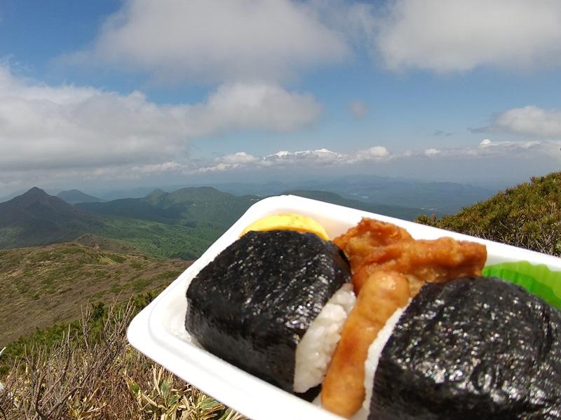 登山のお供に大人気!!<br>おにぎり弁当はいかがですか♪