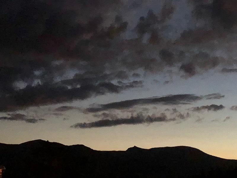 網張温泉から望む「乳頭山」
