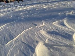風が作り出す雪のアート
