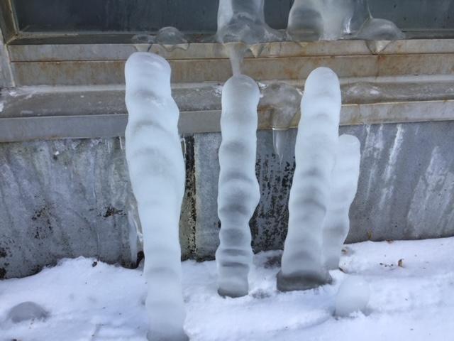 大浴場の外に謎の柱…!?