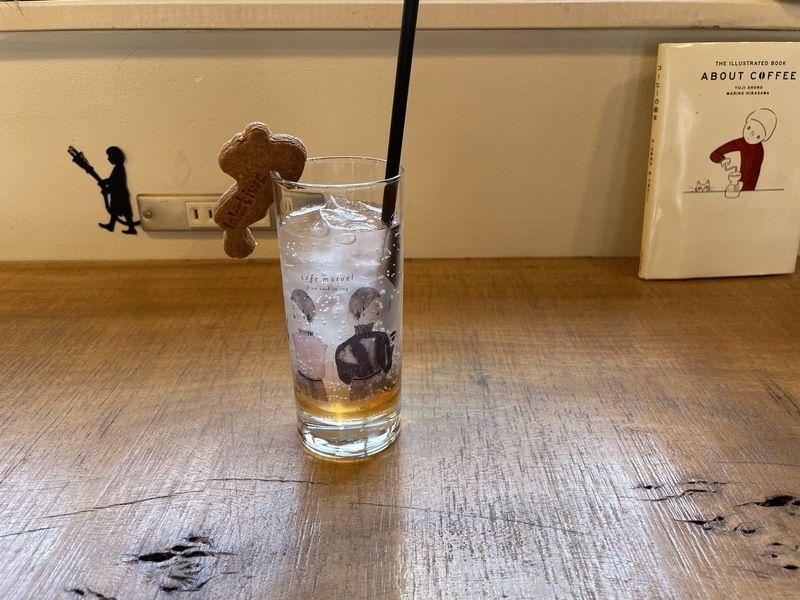 グラスの可愛いカフェで一服♪