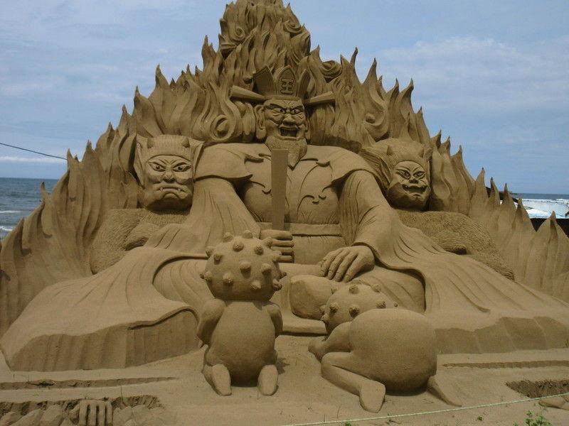 今年の砂像は私たちの願いです。千里浜砂像2021