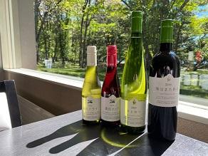 ご夕食と一緒にワインはいかがですか。
